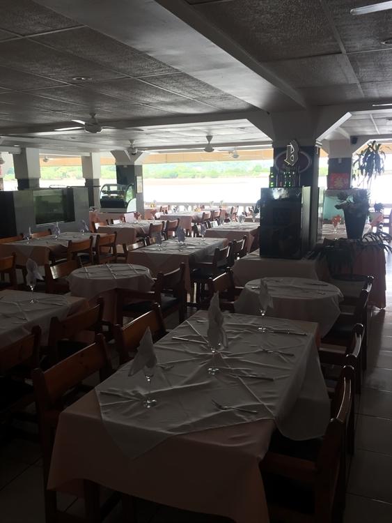 ocean front restaurant hotel - 6