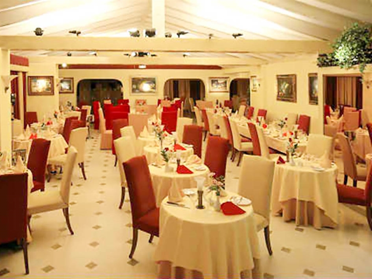 well renowned freehold restaurant - 4