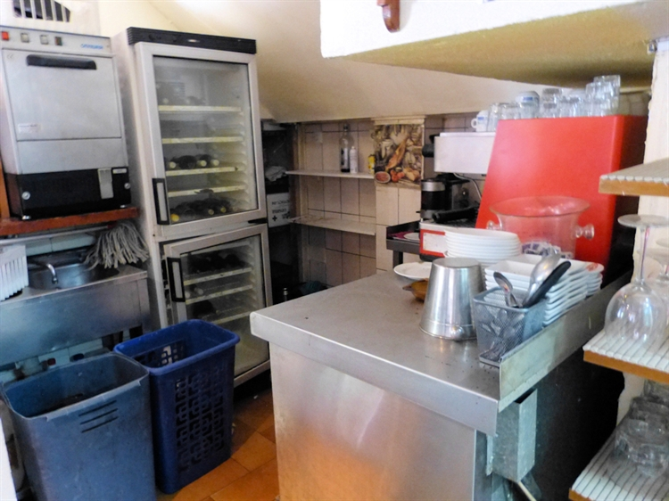 freehold bar bistro investment - 7