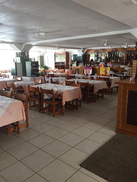 ocean front restaurant hotel - 5
